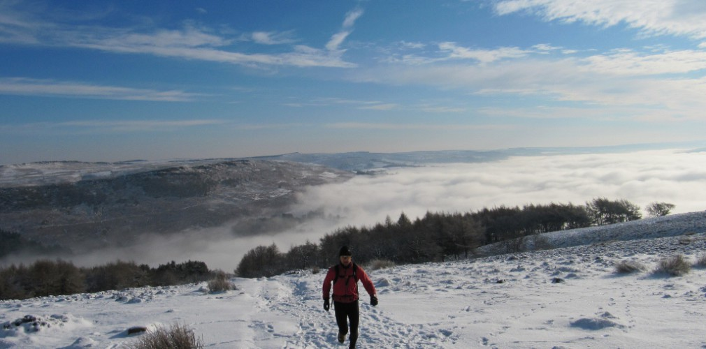 trail running in snow