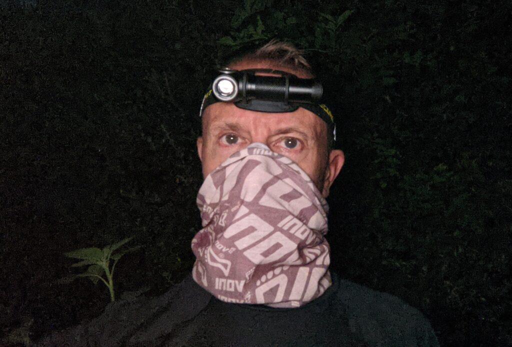 runner wearing Nitecore UT32 torch